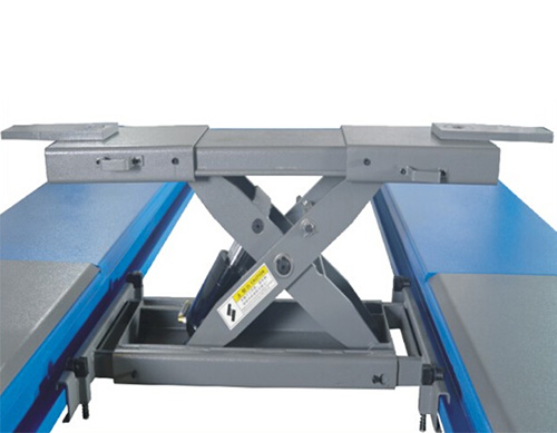 Rolling jack safety design, fixed when loaded  and movable easily when unloaded
